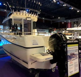 QUICKSILVER CAPTUR 675 PILOTHOUSE + MERCURY F150 XL - UISTELUVARUSTUS